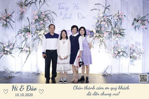 Hi & Dao wedding instant print photo booth @ Gala Center Hoang Van Thu | Chụp hình in ảnh lấy li�n Tiệc cưới | Saigon Photobooth