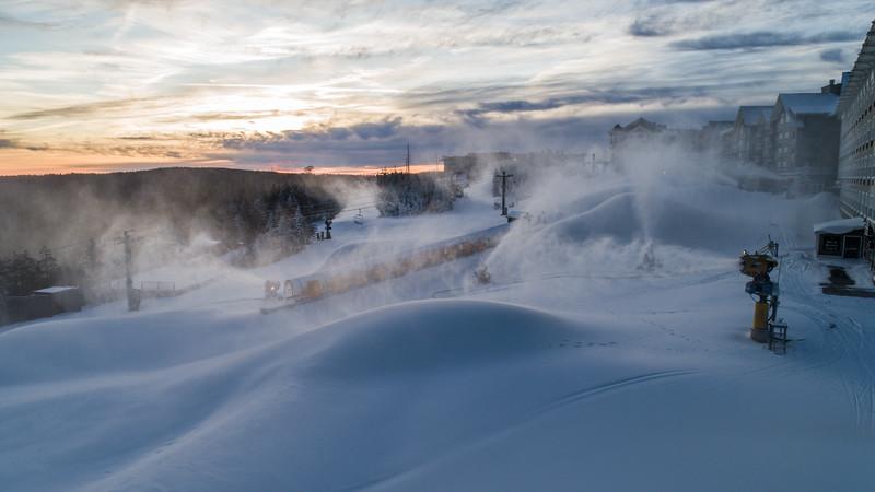 Snowmaking 1920-0043.jpg