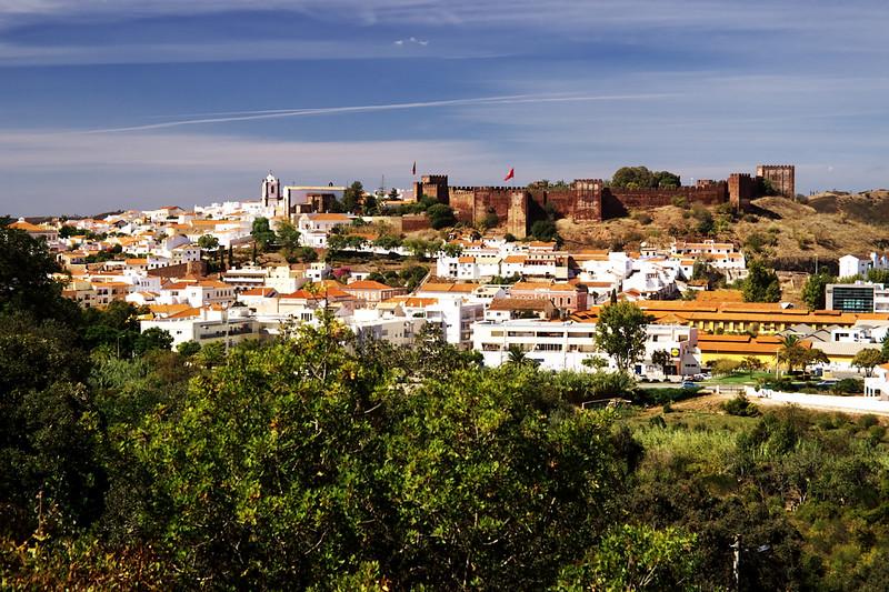 Město Silves s velkým maurským hradem