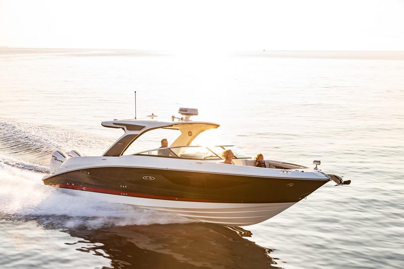2020-SLX-R-350-Outboard-Lifestyle-4.jpg