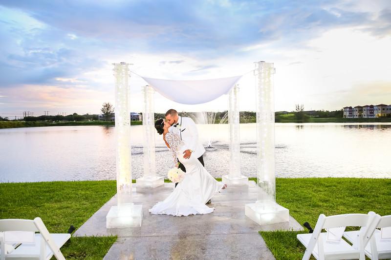 WEDDING SAMPLES - VL2_1166.jpg