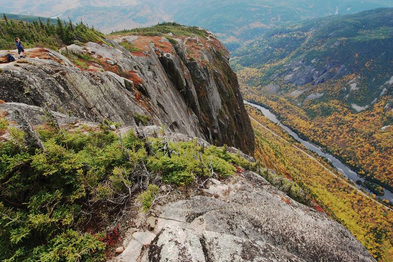 Taking pictures - Sentier de l'Acropole des Draveurs - Parc national des Hautes-Gorges de la rivière Malbaie Québec