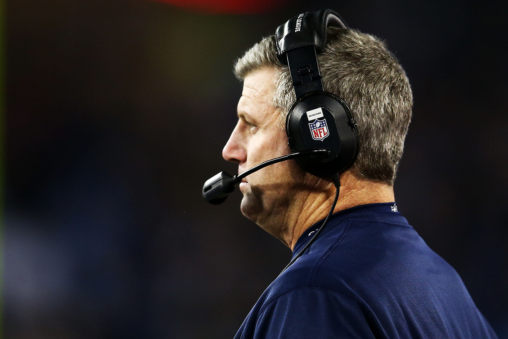. NASHVILLE, TN - NOVEMBER 14:  Head coach Mike Munchak of the Tennessee Titans looks on in the first quarter against the Indianapolis Colts at LP Field on November 14, 2013 in Nashville, Tennessee.  (Photo by Andy Lyons/Getty Images)