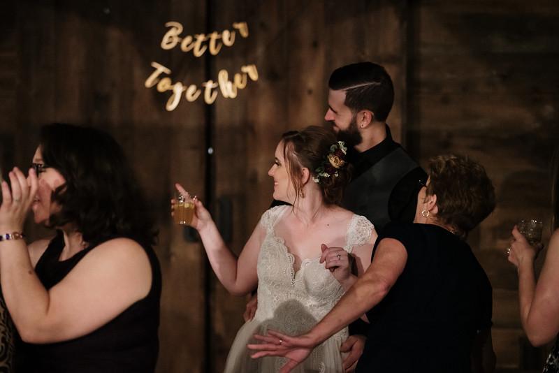 rustic_ohio__fall_barn_wedding-477.jpg