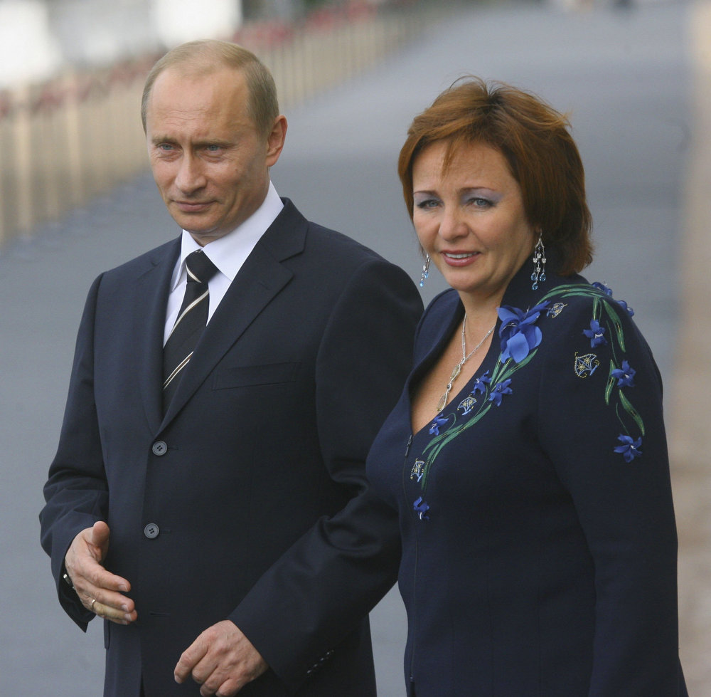 . Russia\'s President Vladimir Putin and his wife Lyudmila Putina await G8 leaders to attend an informal dinner of the G8 leaders on July 15, 2006 in Peterhof, Russia. Leaders of the world\'s most powerful nations gathering today for the G8 summit will be trying to set out an agenda for defusing the crisis in the Middle East. (Photo by www.g8russia.ru via Getty Images)