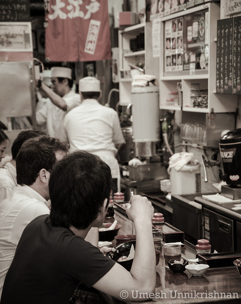 Tsukiji Fish Market 007.jpg