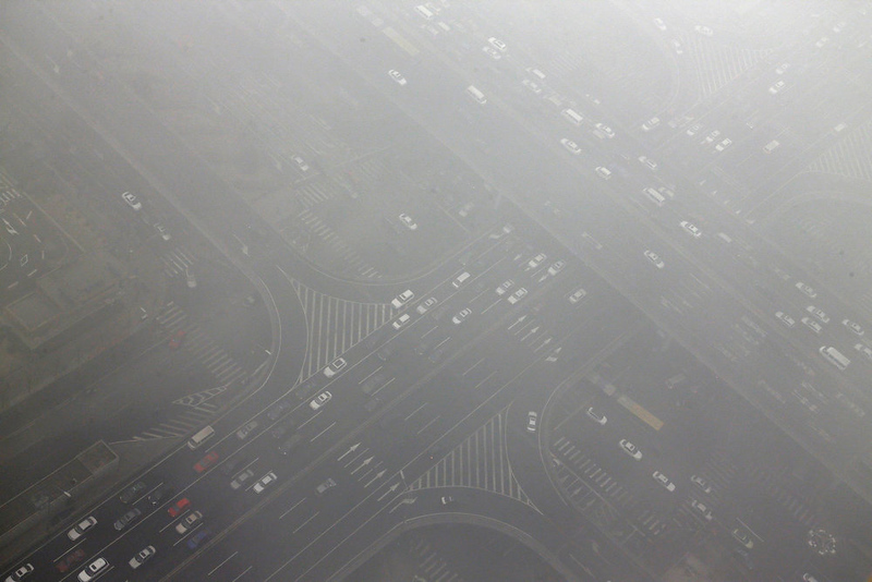 . Cars drive through Guomao bridge on a heavy hazy day during winter in Beijing\'s central business district, January 30, 2013. Beijing temporarily shut down 103 heavily polluting factories and took 30 percent of government vehicles off roads to combat dangerously high air pollution, state media reported on Tuesday, but the capital\'s air remained hazardous despite the measures. REUTERS/Jason Lee