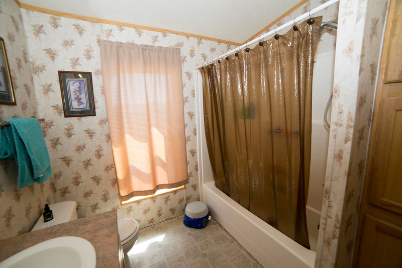 bathroom 1b.jpg