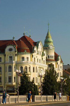 Vulturul Negru and secession style architecture on Piata Unirii,
