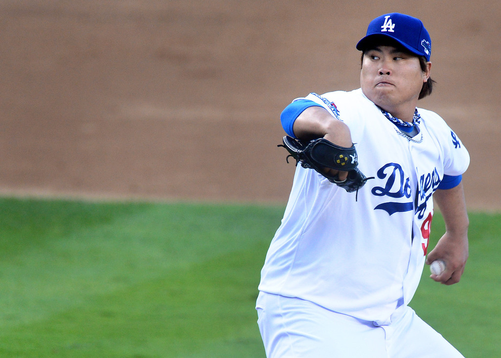 . Los Angeles Dodgers\' Hyun-Jin Ryu pitches to the Atlanta Braves during game 3 of the NLDS at Dodger Stadium Sunday, October 6, 2013. (Photo by Sarah Reingewirtz/Los Angeles Daily News)