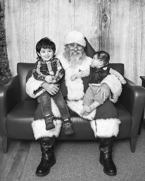 Ameriprise-Santa-Visit-181202-4988-BW.jpg