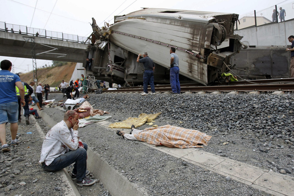 . In this photo taken on July 24 2013, wounded people and dead bodies are seen at the site of a train accident in Santiago de Compostela, Spain, July 24, 2013.  (AP Photo/La Voz de Galicia/Xoan A. Soler)