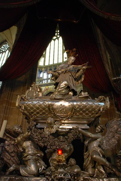 Inside Prague Castle Cathedral 10.JPG