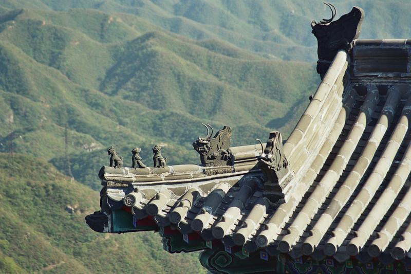 2004 the Great Wall of China rooftop.jpg