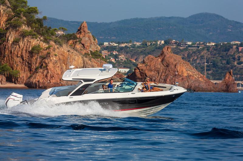 2020-SLX-R-350-Outboard-Lifestyle-8.jpg