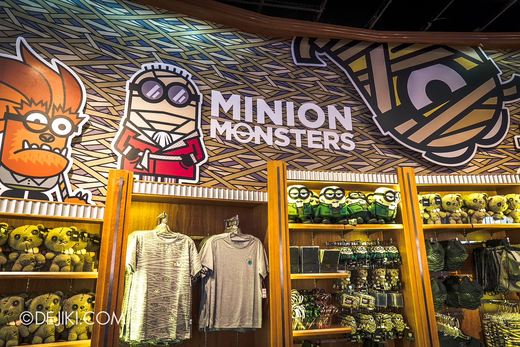Halloween Horror Nights 7 Before Dark 5 Construction Preview - Halloween Merchandise / Minion Monsters retail display