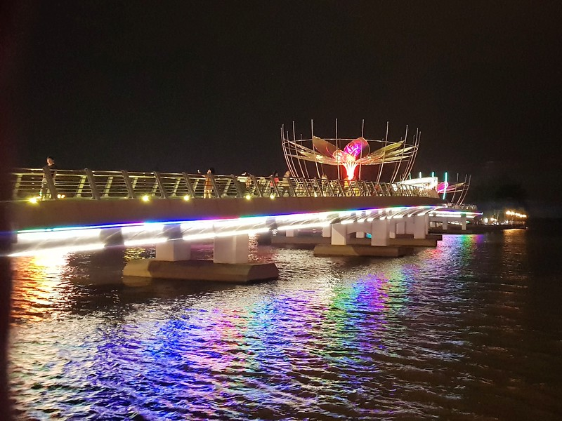 20191202_190558-ninh-kieu-walking-bridge.jpg
