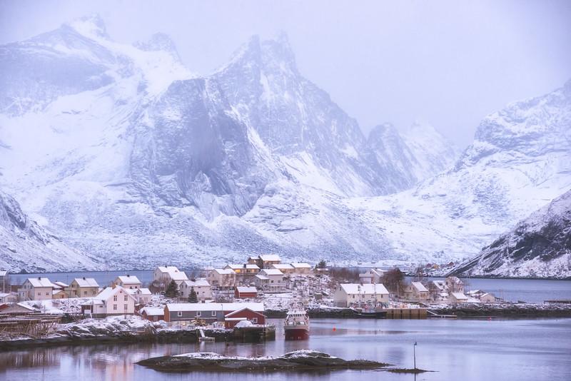 Reine-in-snow-2.jpg