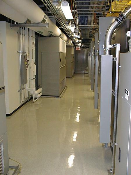 Pihanna data center - Los Angeles, CA - Aug 28, 2002