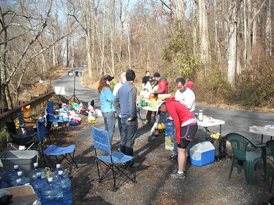 Berryville Road Aid Station - Photos by Greg Lepore