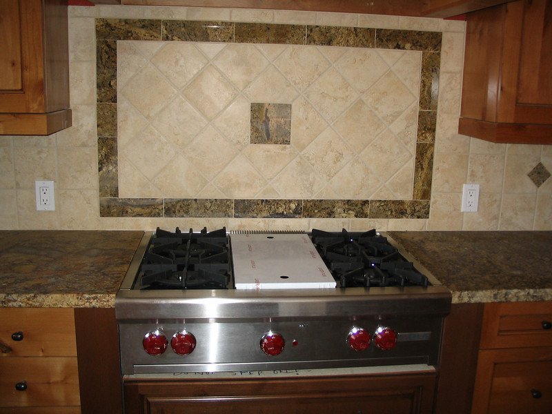 The cooktop installed (incorrectly).