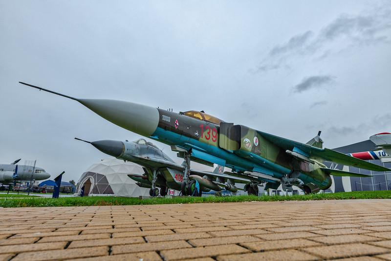 Deblin-MiG23ML-MiG29-kedark_D854688.jpg