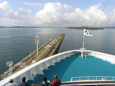 Coral Princess to the Panama Canal April 2006