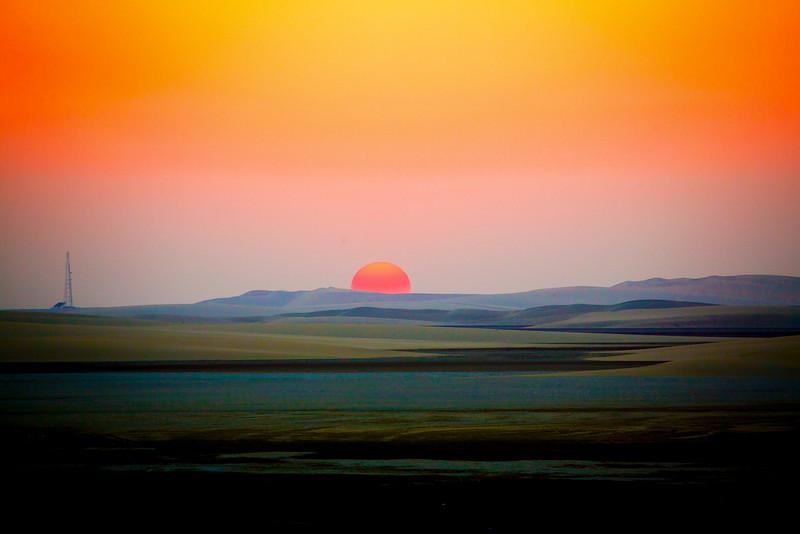 Desert sun almost down, southern Qatar