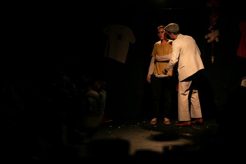 Allan Bravos - Fotografia de Teatro - Indac - Migraaaantes-102.jpg