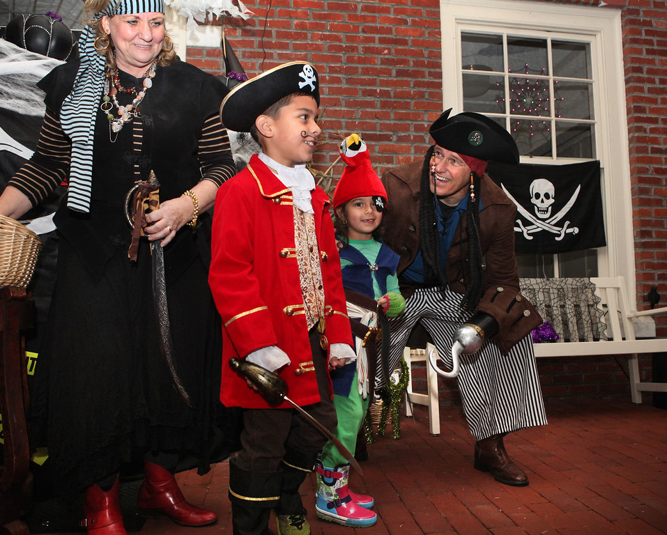 . Washington State Gov. Jay Inslee and first lady Trudi Inslee wear costumes as they greet fellow pirates Paul Manwiller, 8, and his sister, Claudia Manwiller, 6, during the annual Halloween night trick-or-treating at the Governor\'s Mansion in Olympia, Wash., on Thursday, Oct. 31, 2013. The siblings are the children of Paul and Sandra Manwiller, of Yelm, Wash. (AP Photo/The Olympian, Tony Overman)