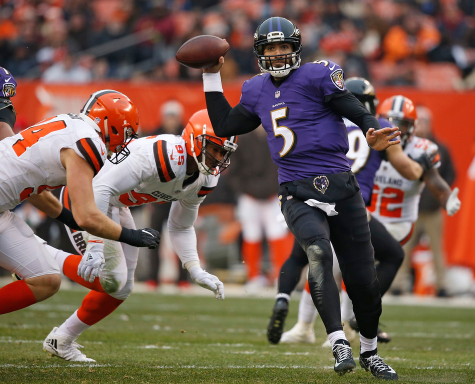. Baltimore Ravens quarterback Joe Flacco (5) passes against the Cleveland Browns during the second half of an NFL football game, Sunday, Dec. 17, 2017, in Cleveland. (AP Photo/Ron Schwane)