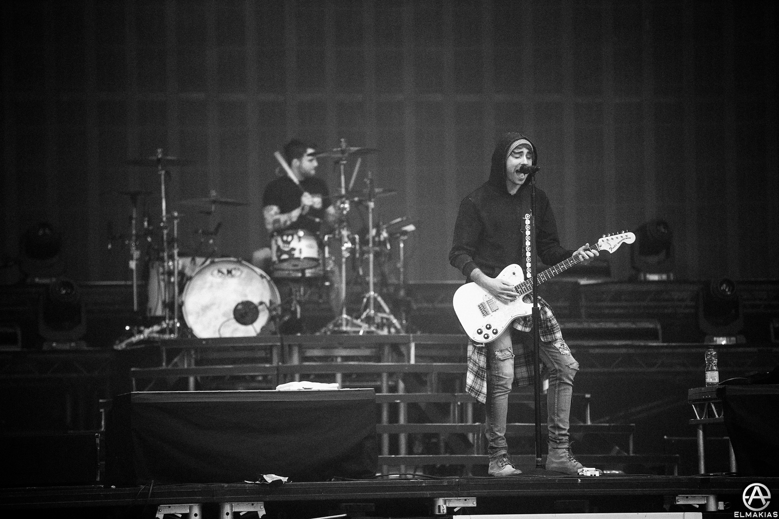Alex and Rian of All Time Low practicing