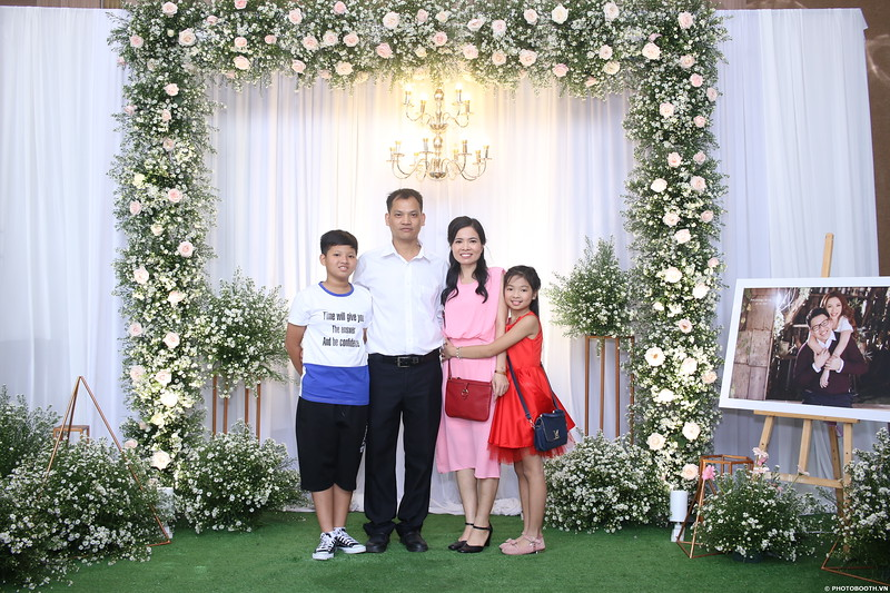 Vy-Cuong-wedding-instant-print-photo-booth-in-Bien-Hoa-Chup-hinh-lay-lien-Tiec-cuoi-tai-Bien-Hoa-WefieBox-Photobooth-Vietnam-002.jpg