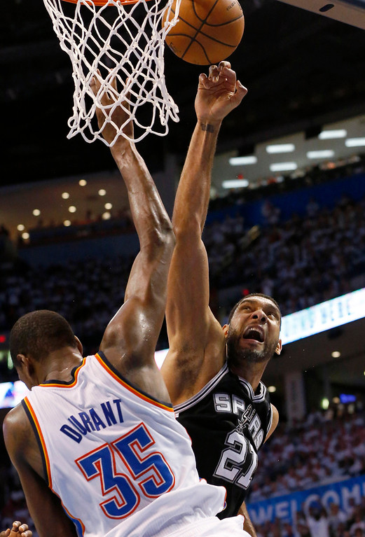 . San Antonio Spurs forward Tim Duncan (21) shoots against Oklahoma City Thunder forward Kevin Durant (35) in the second half of Game 6 of the Western Conference finals NBA basketball playoff series in Oklahoma City, Saturday, May 31, 2014. (AP Photo/Sue Ogrocki)