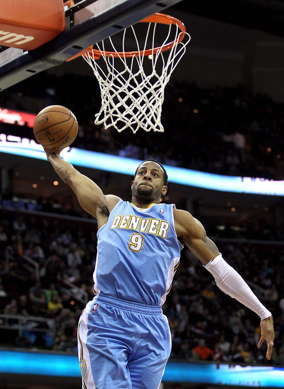 . Denver Nuggets Andre Iguodala winds up for a dunk during the first quarter of their NBA basketball game against the Cleveland Cavaliers in Cleveland, February 9, 2013.REUTERS/Aaron Josefczyk