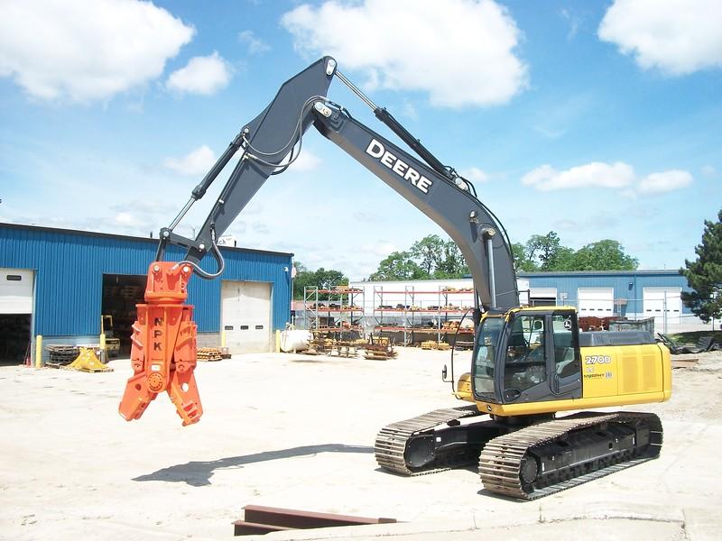 NPK M28G concrete pulverizer on Deere excavator (1).jpg