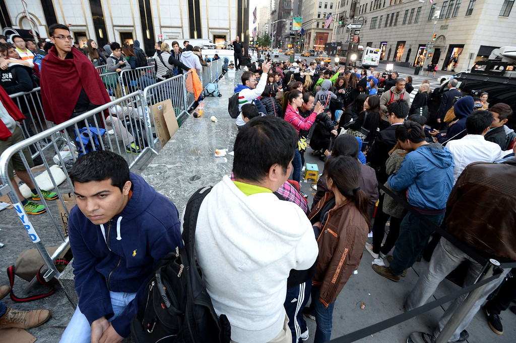 . People waiting to buy the Apple iPhone 5 in line outside the Apple Store on Fifth Avenue September 20, 2013 in New York. Some people waited as long as fifteen days in line outside the store to be the first to buy the phone. AFP PHOTO/Stan HONDA/AFP/Getty Images