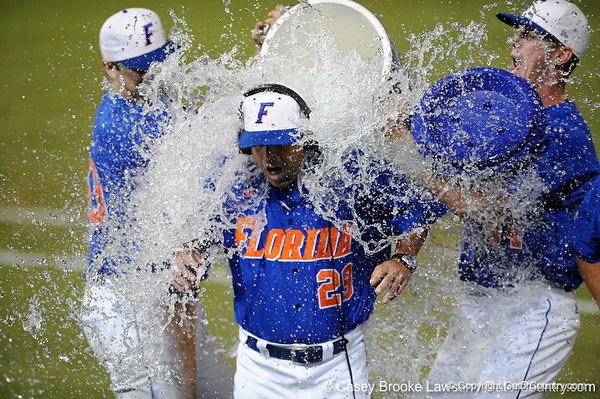 Photo Gallery: UF baseball vs. Miami, NCAA Regionals, 5/31/09