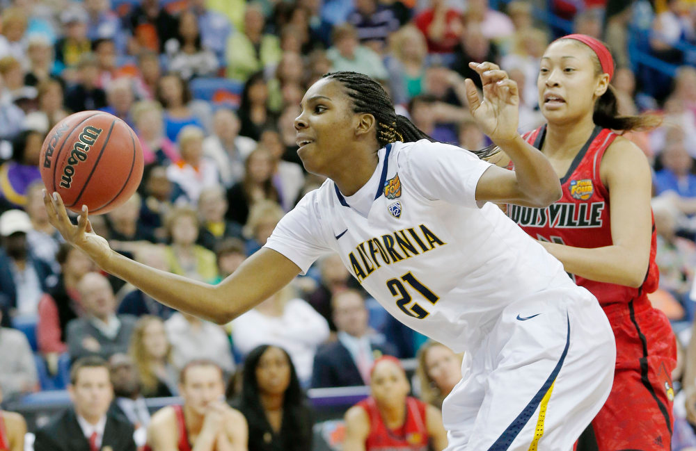 Description of . California forward Reshanda Gray (21) goes after a loose ball against Louisville guard Antonita Slaughter (4) in the first half of a national semifinal at the Women's Final Four of the NCAA college basketball tournament, Sunday, April 7, 2013, in New Orleans. (AP Photo/Dave Martin)