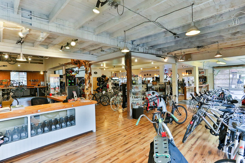 BikeCommuter-0821.jpg