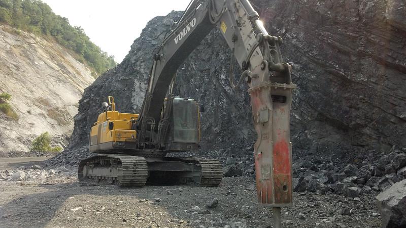 NPK GH15 hydraulic hammer on Volvo EC380DL excavator 2 (1).jpg