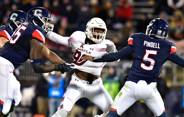 11/24/2018 Mike Orazzi | Staff Temple's Quincy Roche (90) during Saturday's football game with UConn at Rentschler Field in East Hartford.