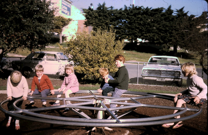 1973-8 (1) Andrew 4 yrs, Allen 2 yrs 3 mths, David 9 yrs 8 mths, Susan 8 yrs 1 mth with Wendy & Mark @ Sorrento.JPG