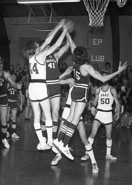 AR040.  Doug Burgum‡ #15  – Arthur basketball game – 1973‡.jpg