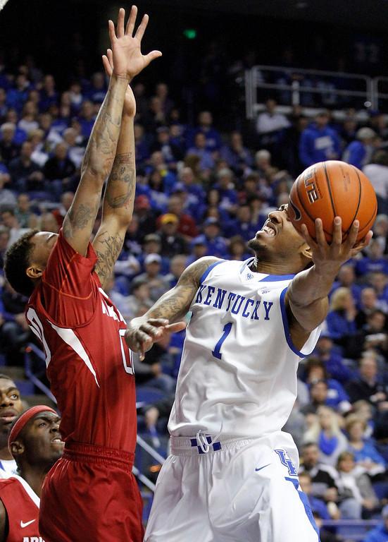 . Kentucky\'s James Young (1) shoots as Arkansas\' Rashad Madden defends during the first half of an NCAA college basketball game Thursday, Feb. 27, 2014, in Lexington, Ky. (AP Photo/James Crisp)