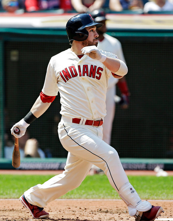 . Cleveland\'s Jason Kipnis singles to drive in a run against the Twins in the third inning. (AP Photo/Mark Duncan)