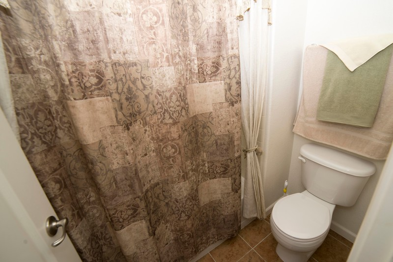 bathroom 1b.jpg