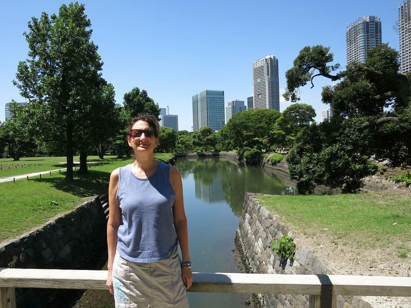 Aliza, Hamarikyu Gardens, near Tokyo River 2316.jpg