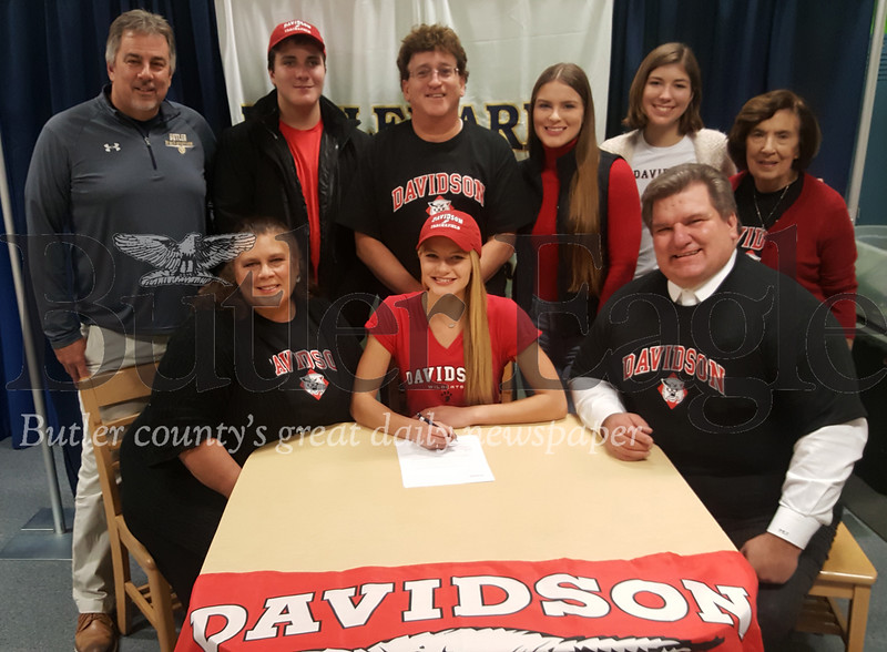 Liz simms signs with davidson