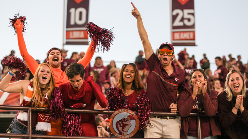 Fans cheer as the Hokies warm up on the field before kickoff. (Mark Umansky/TheKeyPlay.com)